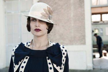 Laetitia Casta nei panni di Suzanne nel film Derrière Les Murs
