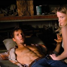 Ryan Kwanten e Lindsay Pulsipher nell'episodio You Smell Like Dinner di True Blood