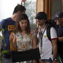 Alessandra Mastronardi (al centro) gira Bop Decameron di Woody Allen a Roma.