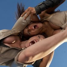 Julia Voth e America Olivo nel film Bitch Slap - Le superdotate