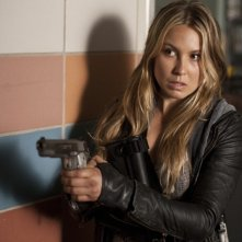 Sarah Carter in una scena dell'episodio Silent Kill della serie Falling Skies