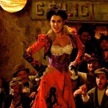 Giuseppe Moscati: Paola Casella in una scena della fiction televisiva nella quale interpreta una soubrette di cafè chantant
