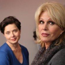 Isabella Rossellini in una sequenza di Late Bloomers con Joanna Lumley
