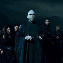 Ralph Fiennes e Helena Bonham Carter in Harry Potter e i doni della morte - parte 2