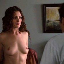 Anne Hathaway in topless in una delle scene più sexy ed esilaranti di Amore ed altri rimedi