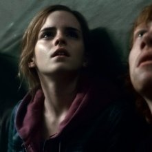 Harry, Hermione e Ron a Hogwarts in una scena di Harry Potter e i doni della morte parte 2