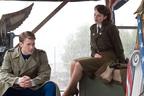 Chris Evans E Hayley Atwell In Una Sequenza Di Captain America Il Primo Vendicatore 209333