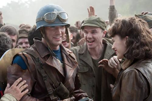 Chris Evans 'in borghese' nel film Captain America: il primo vendicatore