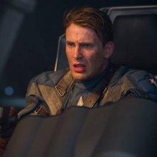 Chris Evans in una scena drammatica di Captain America: il primo vendicatore