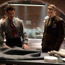 Dominic Cooper con Chris Evans nel film Captain America: il primo vendicatore