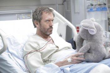 Hugh Laurie in un momento dell'episodio 'Andare avanti' di House