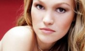 Un brunch 'disastroso' per Julia Stiles e America Ferrera