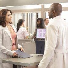 Omar Epps e Lisa Edelstein nell'episodio The Fix di Dr House