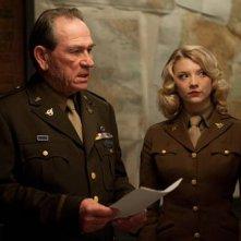 Tommy Lee Jones e Natalie Dormer in Captain America: il primo vendicatore