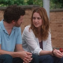 Jenna Fischer in una scena della commedia A Little Help