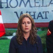 Jenna Fischer nella commedia A Little Help