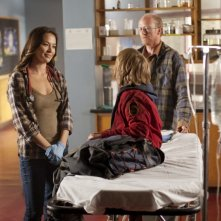 A sinistra, Moon Bloodgood nell'episodio Sanctuary (parte 1) della serie Falling Skies
