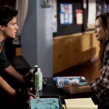 Drew Roy e Moon Bloodgood in una scena dell'episodio Sanctuary (parte 1) della serie Falling Skies