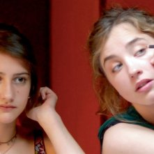 Lola Creton e Adèle Haenel in una immagine di En Ville
