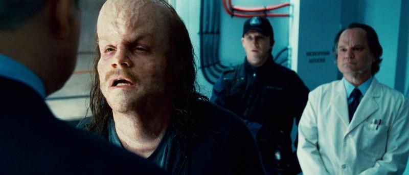Peter Sarsgaard Col Volto Deforme In Una Scena Del Film Lanterna Verde 209827