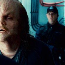 Peter Sarsgaard col volto deforme in una scena del film Lanterna Verde