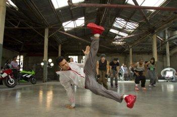 Christopher 'War' Martinez alle prese con una coreografia in Honey 2