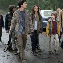 Al centro, Drew Roy in una scena dell'episodio Sanctuary (parte 2) della serie Falling Skies