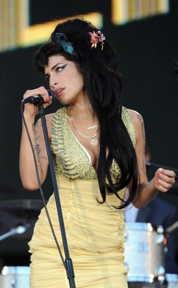 Amy Winehouse durante una performance a Rock in Rio, in Spagna (2008)