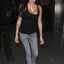 Amy Winehouse fotografata all'aeroporto di Gatwick (dicembre 2010)