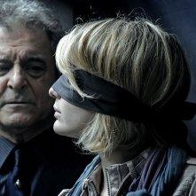 Ennio Fantastichini e Francesca Cuttica in un'intrigante immagine di L'arrivo di Wang