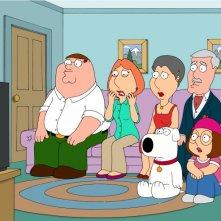 La famiglia Griffin ed i genitori di Lois in una scena dell'episodio Extra Large Medium de I Griffin