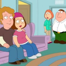 Meg Griffin e il suo fidanzato, sullo sfondo i suoi genitori in una scena di Go, Stewie, Go!