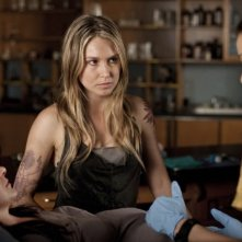 Melissa Kramer, Sarah Carter e Moon Bloodgood nell'episodio Sanctuary (parte 2) della serie Falling Skies