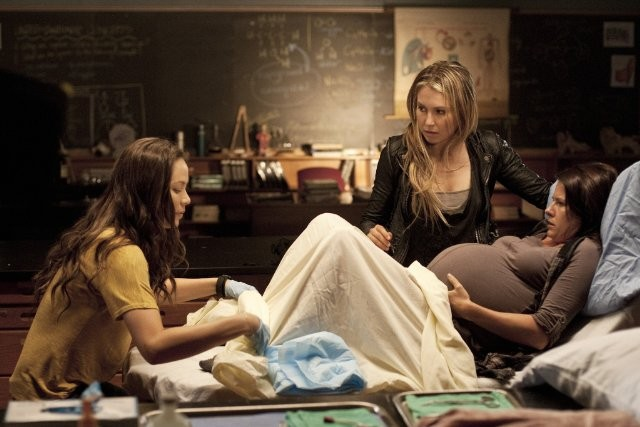 Moon Bloodgood Sarah Carter E Melissa Kramer In Una Scena Dell Episodio Sanctuary Parte 2 Della Seri 210048