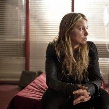 Sarah Carter in una scena dell'episodio Sanctuary (parte 2) della serie Falling Skies