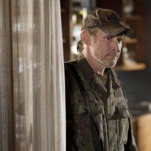 Will Patton in una scena dell'episodio Sanctuary (parte 2) della serie Falling Skies