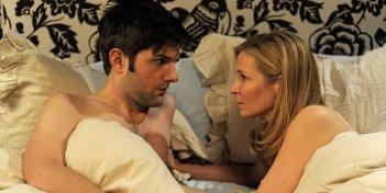 Adam Scott e Jennifer Westfeldt nell'intimità nella commedia corale Friends With Kids