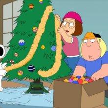 Brian Meg e Chris addobbano l'albero in Road to the North Pole de I Griffin
