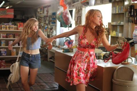 Chloe Moretz E Blake Lively In Una Concitata Sequenza Di Hick 210257