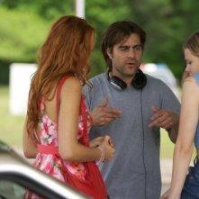 Derick Martini sul set di Hick impegnato a illustrare una scena a Chloe Moretz e Blake Lively
