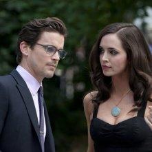 Eliza Dushku e Matthew Bomer in una scena dell'episodio On the Fence di White Collar