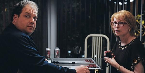 Jordan Gelber E Mia Farrow In Una Scena Di Dark Horse 210309