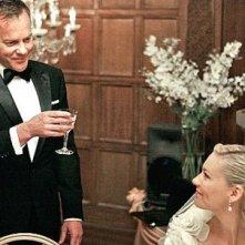 Kiefer Sutherland brinda alla bella Kirsten Dunst in Melancholia