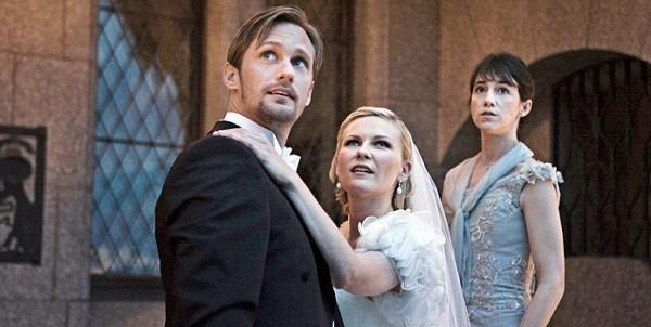 Kirsten Dunst Abbraccia Alexander Skarsgard Mentre Sullo Sfondo Una Preoccupata Charlotte Gainsbourg 210325