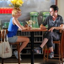Michelle WIlliams e Luke Kirby in una scena di Take This Waltz