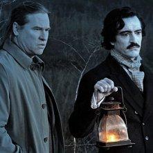 Val Kilmer e Ben Chaplin impegnati in una passeggiata spettrale in Twixt