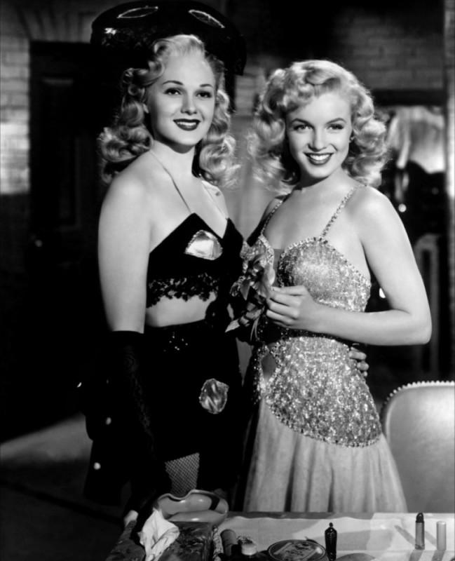 Marilyn Monroe Con Adele Jergens In Orchidea Bionda 210330