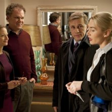 Scena corale di Carnage che vede coinvolti Kate Winslet, Christoph Waltz, John C. Reilly e Jodie Foster.