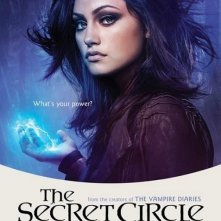 Un character poster per il personaggio di Phoebe Tonkin nella serie The Secret Circle