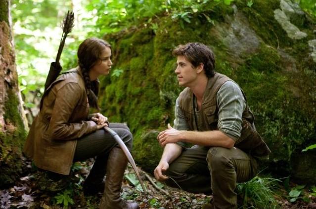 Jennifer Lawrence E Liam Hemsworth In Una Bella Immagine Di The Hunger Games Pubblicata Da Entertain 210464